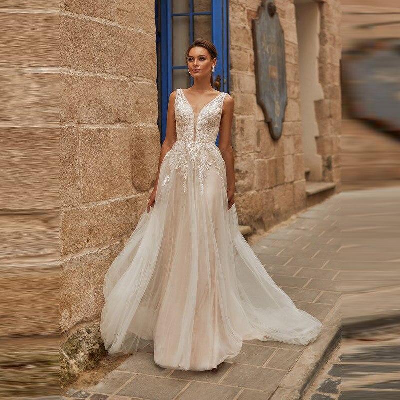 New Arrival Graceful Lace Sleeveless Wedding Gowns for Bride Backless Plunge V Neckline Appliqued Bridal Wedding Dresses 2020