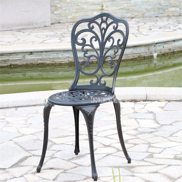 American Garden Style Three-Piece Tables And Chairs 3