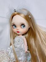 The straight hair in the golden color can be customized, and the clothes need to be purchased extra.