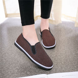 Old Beijing cloth shoes women's shoes in the elderly spring and autumn single shoes non-slip soft sole breathable flat flat moth