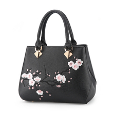 New 2019 Women Shoulder Bags Casual Crossbody Tote Embroidered Plum Blossom Phone Pouch Ladies Party Purse Female Handbags