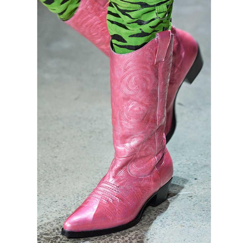 Parlak T gösterisi Chelsea çizmeler kadın sivri burun yavru topuk orta buzağı çizmeler pist parti ayakkabıları Zebra nakış siyah çizmeler Femme
