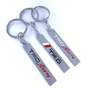 10 шт. оптовая продажа, 3D металлический брелок с логотипом автомобиля, Эмблема для Toyota CROWN REIZ PRIUS PRADO TRD, кольца для ключей