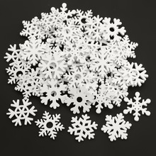 50 sztuk 35mm Mix kształt drewniane białe płatki śniegu boże narodzenie ozdoby Xmas wisiorki nowy rok dekoracje na boże narodzenie dla domu tanie tanio Bez pudełka Tak ( 50 sztuk)