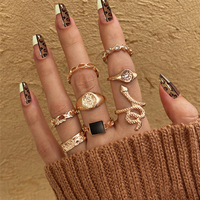 17KM Punk sello anillos de serpiente de conjunto para las mujeres cuadrado geométrico cadena negro Retro anillo Anillos de dedo de cristal al por mayor de la joyería