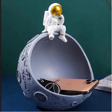 Figurines Astronaut Storage Resin statues for Decoration cosmonaut sculpture Home Living Room Storage Astronaut Accessories(China)