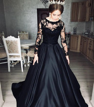 Черное вечернее платье трапециевидной формы с длинным рукавом