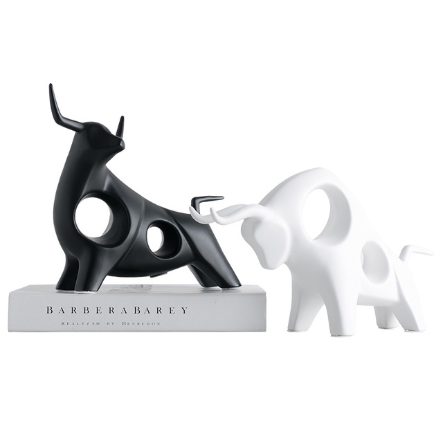 ERMAKOVA Sculpture Cow Figurine Abstract Resin Animal Statue Table Sculpture for Living Room Home Decorations 4