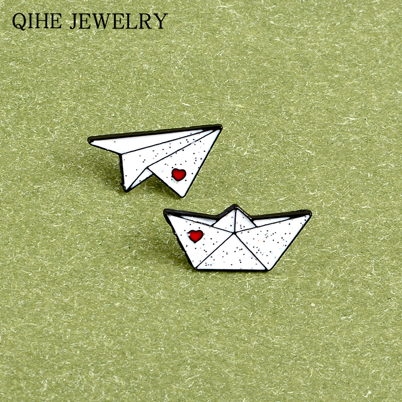 Origami Game Pin White Glitter Origami Airplane & Boat Lapel Pins Cartoon Childhood Brooches For Women Men Gift Funny Badge