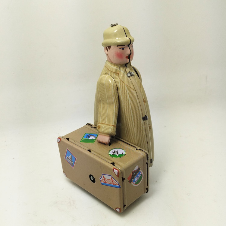 [Funny] Adult Collection Retro Wind Up Toy Metal Tin Moving Travel Suitcase Man Mechanical Clockwork Toy Figures Model Kids Gift
