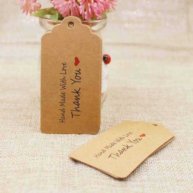 500 pièces bricolage fait à la main avec amour kraft cadeau étiquettes pétoncle forme carton faveurs de mariage/produits tag logo personnalisé disponible