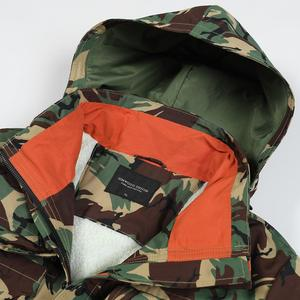 Image 4 - SIMWOOD 2020 Winter New Parkas men hooded multi pockets cargo coats Camouflage fashion warm fleece plus size jackets SI980715