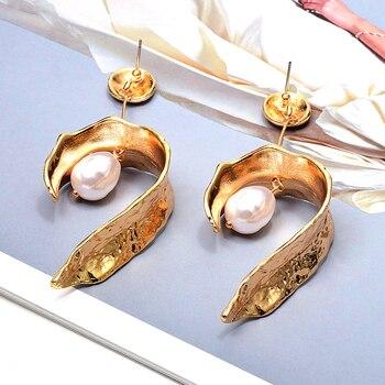 Hang Pearl Gold Metal Long Drop Earrings  2