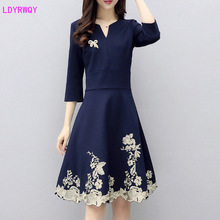 2019 autumn and winter new European American womens body size large V-neck seven-point sleeve embroidered dress