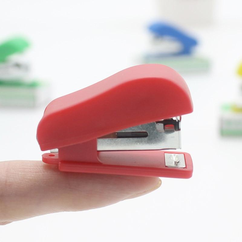 1 шт. Kawaii Мини маленький многоцветный степлер полезный мини-степлер скобы набор офисная прищепка канцелярские принадлежности