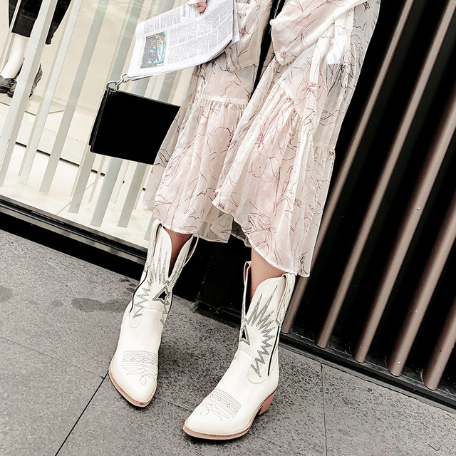 женские ковбойские ботинки осенне зимние мотоциклетные с острым фотография