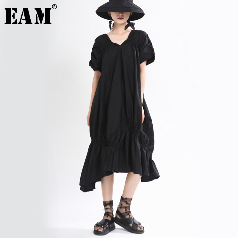 [EAM] Women Black Pleated Asymmetrical Temperament Dress New V-Neck Short Sleeve Loose Fit Fashion Tide Spring Summer 2020 1T973
