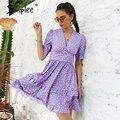 Simplee Фиолетовое Женское короткое платье в горошек с v-образным вырезом 2021 повседневное ТРАПЕЦИЕВИДНОЕ ПЛАТЬЕ с пышными рукавами и высокой т...