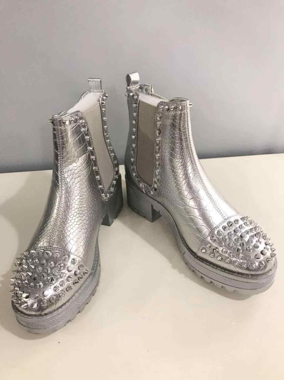 [GOGD] bahar kadın fermuar perçin yarım çizmeler Metal dekorasyon ile yuvarlak ayak kadın serseri ayakkabı