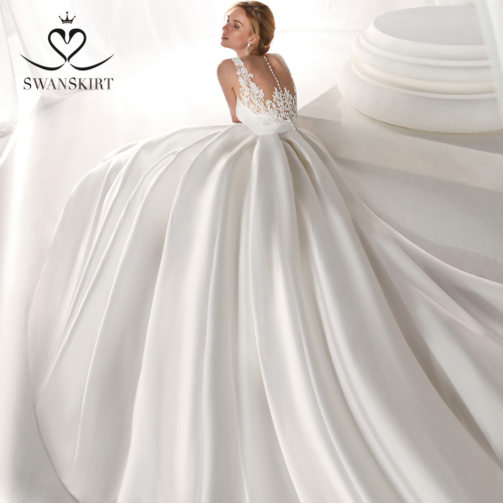 Satin A-Line Wedding Dress 2019 Swanskirt Fashion V-neck Appliques Back Bride Gown Princess Plus Size Vestido De Noiva NZ50
