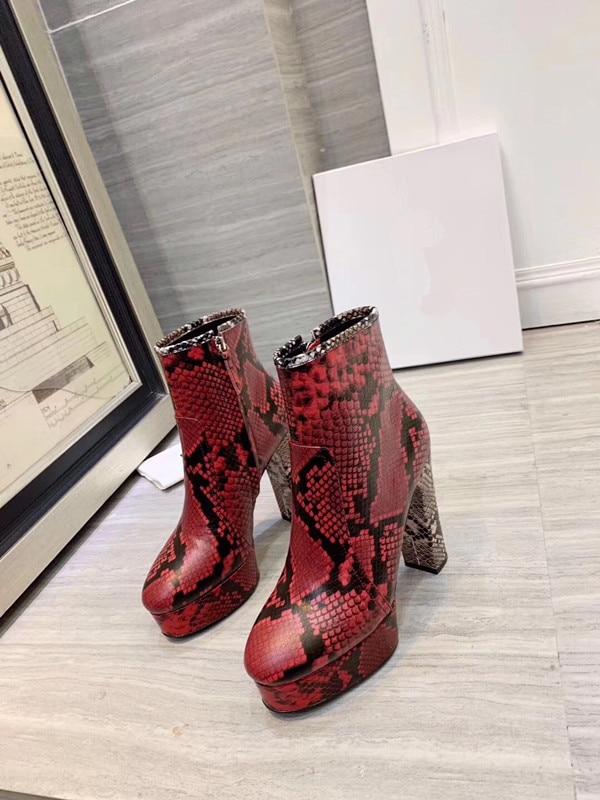 Модные ботинки ботильоны на высоком каблуке с острым носком ботинки с принтом змеи г. Зимняя женская обувь на блочном каблуке черные ботинки в стиле панк - Цвет: Фиолетовый