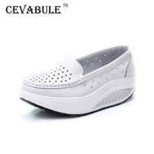 Czółenka damskie buty letnie oryginalne skórzane wycinanki oddychające buty Swing białe buty pielęgniarskie kliny podnoszą buty dla matek SPP-8013 tanie tanio cevabule Prawdziwej skóry Lato Niska (1 cm-3 cm) Pasuje prawda na wymiar weź swój normalny rozmiar Slip-on Stałe Szycia