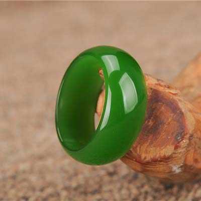 خاتم اليشم الأخضر الطبيعي Hetian تميمة الجاديت الصينية دلايات على الموضة مجوهرات يدوية منحوتة الحرف هدايا للرجال النساء