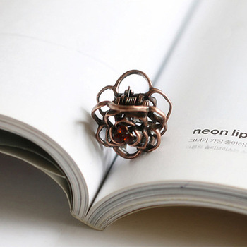 Vintage Girl Small Crystal Mini Hair Claw Women Crab Hollow Flower Metal Bronze Clip Rhinestone Accessoires