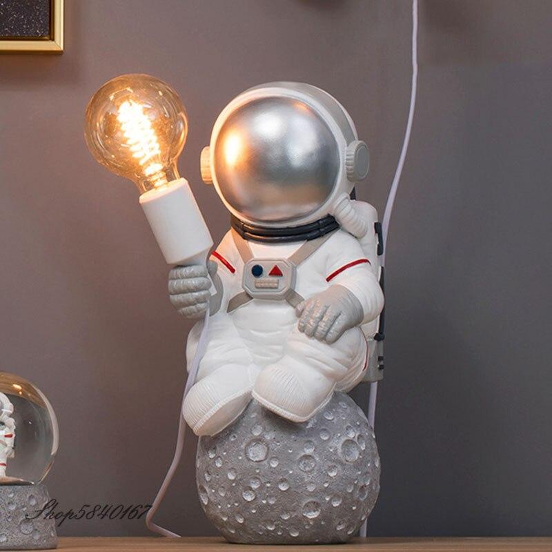 Современная настольная лампа в виде астронавта, декоративная полимерная лампа в стиле арт деко, креативное украшение для гостиной, лофта, мужской Настольный светильник светодиодный|Настольные лампы| | АлиЭкспресс