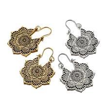 1 Pair Alloy National Earrings Hollow Eardrop Bohemian Vintage Carved Flowers Earrings for Woman pair of rhinestoned alloy butterfly earrings