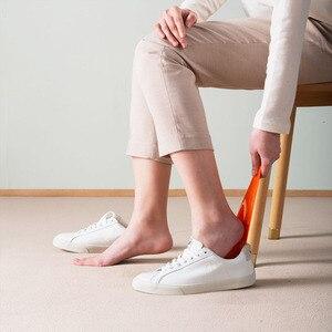 Image 5 - شاومي Mijia YIYOHOME ريشة الأحذية المهنية القرن ملعقة شكل الحذاء رافع الأحذية مرنة قوي زلة تصميم جديد الغريبة