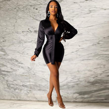 Модное женское облегающее мини платье со складками атласное