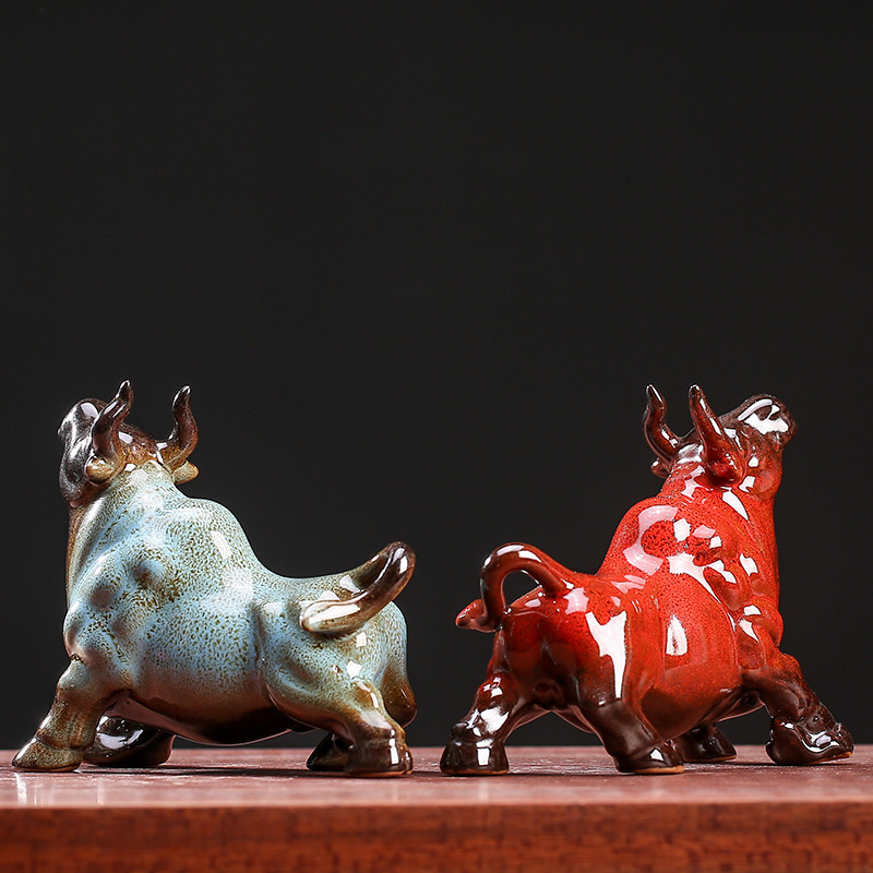 Figuras creativas de porcelana de búfalo para mascotas, pequeños adornos Feng Shui, figurita de Toro, decoración de escritorio para el hogar y la Oficina, artesanías