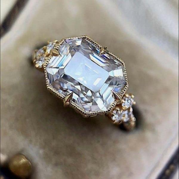 18K Square White Diamond Jewelry Ring for Women 18K Gold Anillos De Bizuteria Dainty Cirle Anillos Mujer Jewellery Gemstone Ring