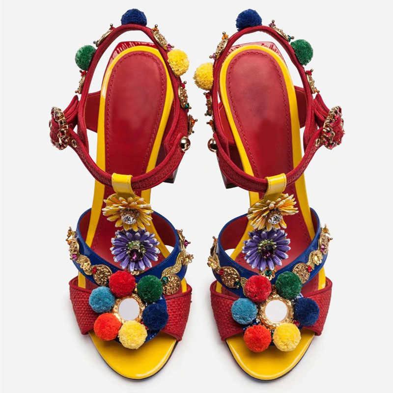 2019 Tribal moda Pom-pom süslenmiş kırmızı sandalet blok topuk burnu açık t-kayışı çiçekli ayakkabı plaj sandaletleri
