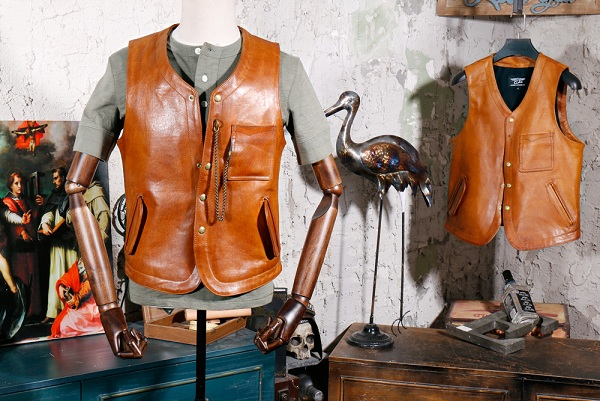 YR!Free Shipping.Japan Tanned 1.0mm Cowhide V-neck Vest.Vintage Style Leather Vests,classic Casual Slim Genuine Leather Coat,