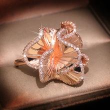 Elegancki kwiat kamelii AAA cyrkon obrączki dla kobiet luksusowe różowe złoto kolor kryształy pierścionek zaręczynowy dla nowożeńców Trendy biżuteria tanie tanio CHARLINLIOL Miedziane Kobiety Cyrkonia Obrączki ślubne PLANT QR994 Z wystającym oczkiem moda Ślub Pierścionki