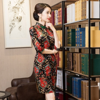 Chinese traditional style Plus size XL Red printing banquet cheongsam new seven-point sleeve long carved velvet short cheongsam