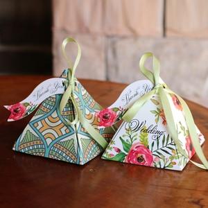 Image 2 - Il trasporto libero 50pcs Creativo Candy Box Baby Shower Favorisce Triangolare Piramide di Nozze Favori Contenitore di Regali Bomboniera Rifornimenti Del Partito