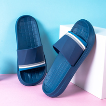 Тапочки для влюбленных; Летние Нескользящие Тапочки для ванной; мужские домашние сандалии с мягкой подошвой для ванной; мужская обувь