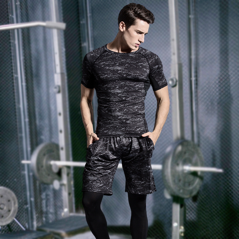 Foto of men in gym 5 pcs compressions clothes for gym. Men's 5 pcs compression tracksuit sports black color