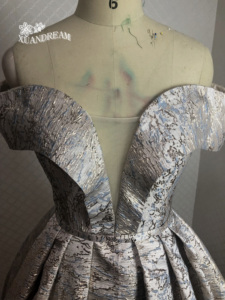 Image 3 - 2019 specail 日プリントローブ · ド · ソワレマンズフォームロングディナーガウンプリーツパフィースカート女性ウエディングドレス XD 48