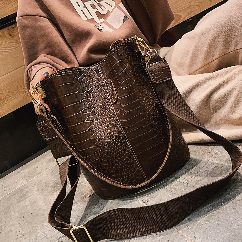 Fashion Pu Leather Big Bag Women's New Crocodile Shoulder Bucket Bag Large Capacity Travel Broadband Ladies Party Messenger Bag