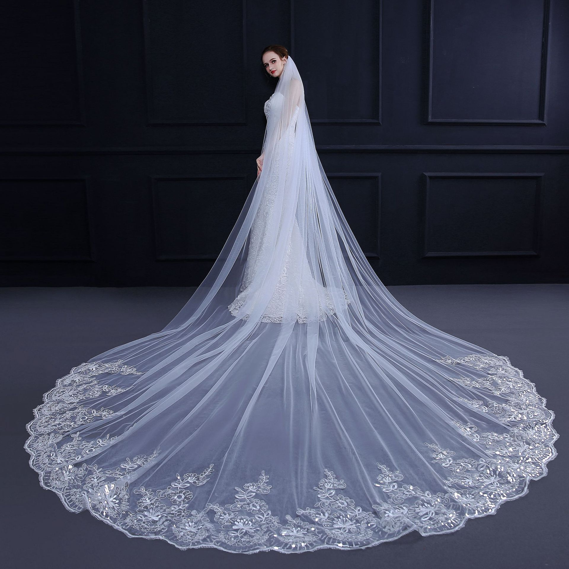 Cheap 4 Meters Long Bridal Veils Sequins Lace Rounded Cut Edge Wedding Veil One Tiers Bling Sequin