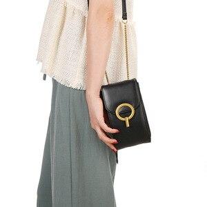 Image 2 - נשים אמיתי עור טלפון פאוץ שקיות עבור iPhone X XS 6 7 8 קטן כתף תיק עבור סמסונג S9 Crossbody תיקי נשים טלפון תיק