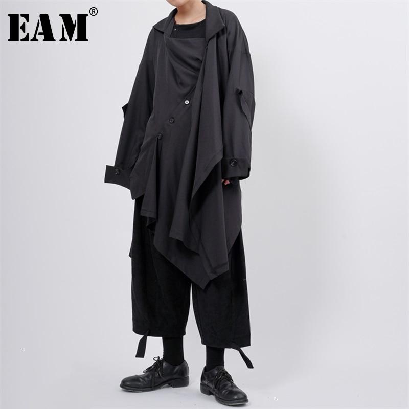 [EAM] Women Asymmetrical Button Split Long Trench New Lapel Long Sleeve Loose Fit Windbreaker Fashion Spring Autumn 2020 1K295