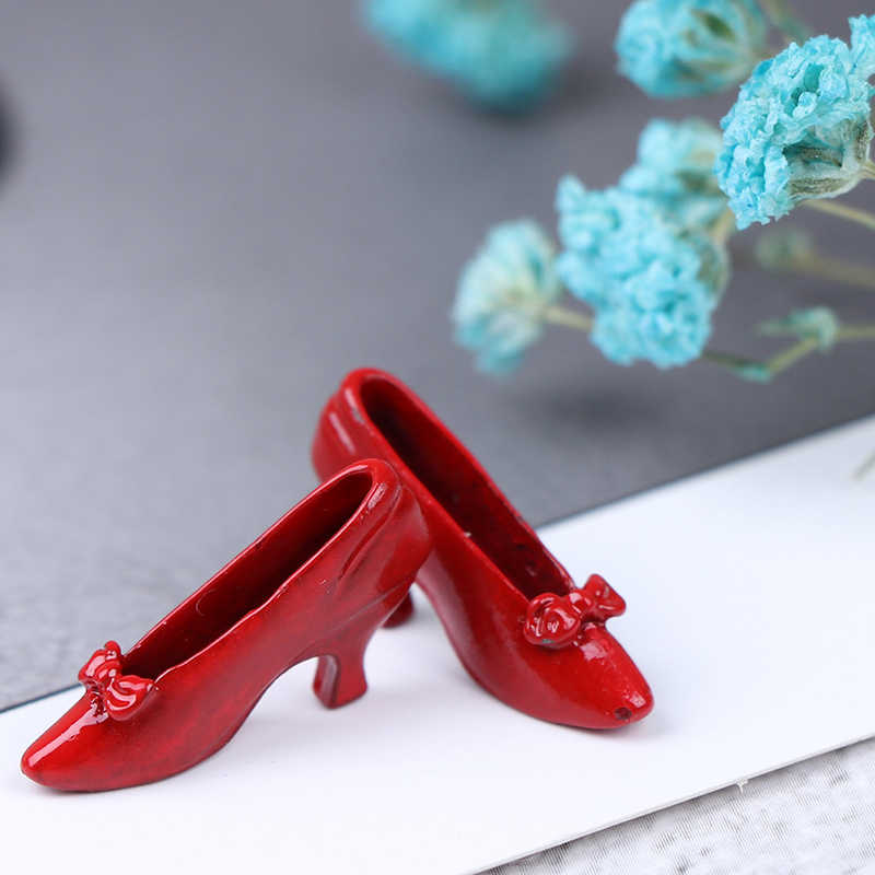 1 Pair 1:12 Dollhouse Miniature Accessories Red High-heeled Shoes Princess YYYY