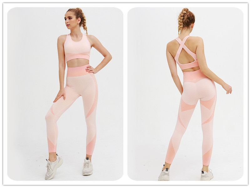 Seamless Gym Leggings Set Features: 1.Lengthened thumb hole design 2.Zipper design for easy wear and put off which make your face look smaller and cuter, 3.High waist high elastic design 4.Well design hip curvatures to lift up your hip, making yours look fuller . 5.Made off cotton blend