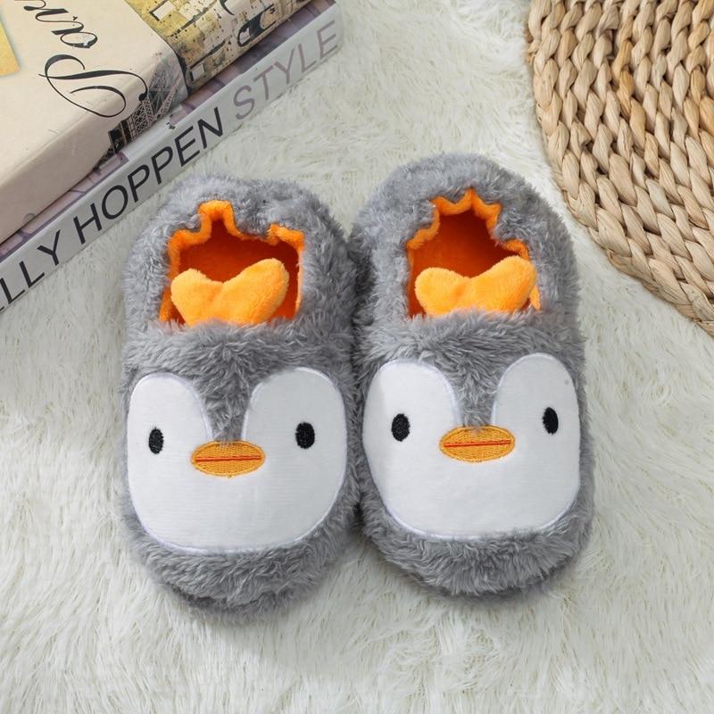 H1c06358067d9436689a2dc06a11de1e80 Pantufa infantil de pelúcia para meninos e meninas, sapatos quentes de algodão para crianças, chinelos fofos e confortáveis de animais do inverno 2019