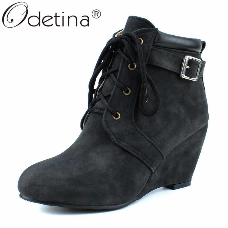 Odetina yeni kadın kama yüksek topuk toka kayış yarım çizmeler kış sonbahar Vintage konfor bayanlar Lace Up patik rahat yuvarlak ayak